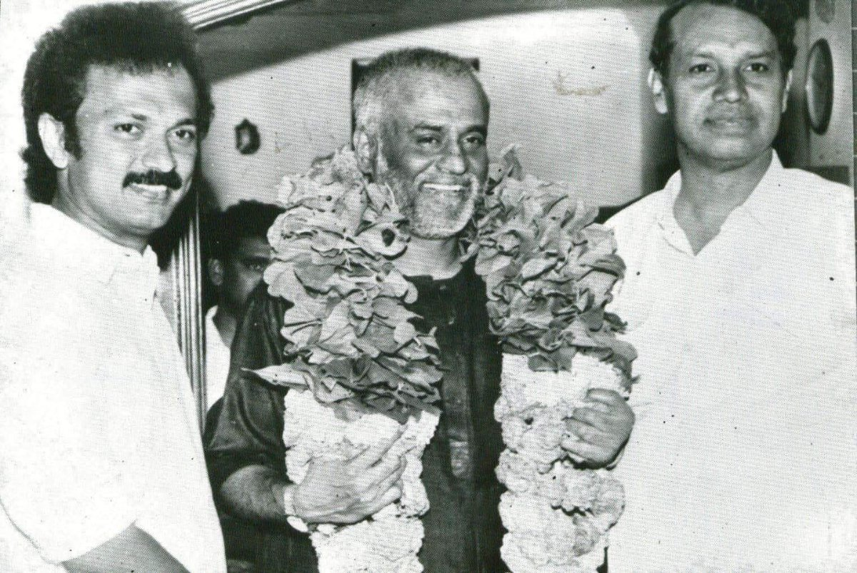 #ThrowbackThursday பச்சாவுடன் பாட்ஷா (1996) With The Baasha: Fanboy moment for boys <br>http://pic.twitter.com/alb4Qi1HAy