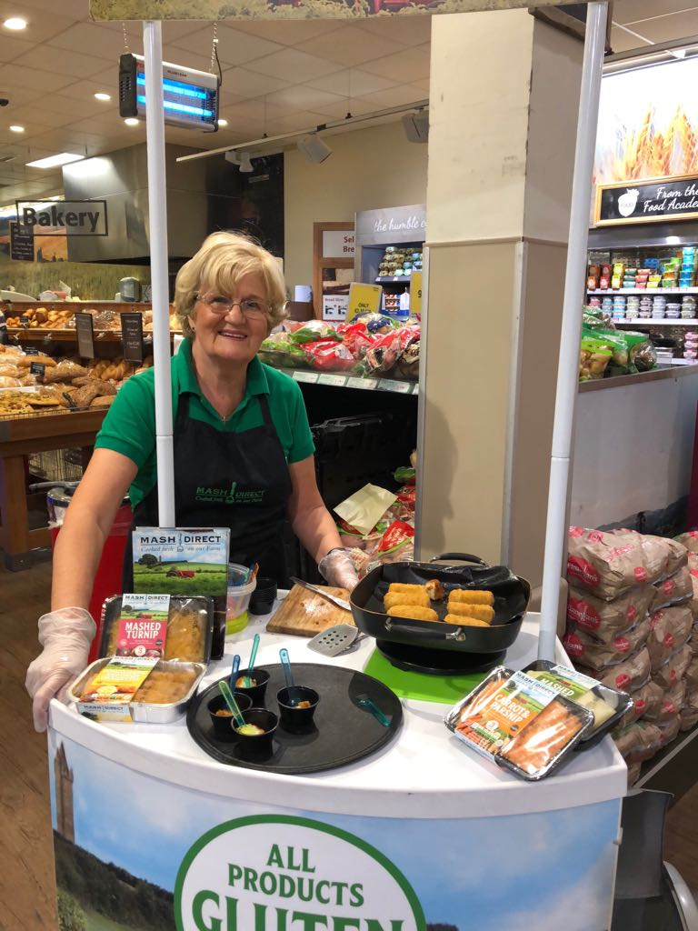 Feeling hungry? 😀🍴 Pauline & Ciara from our #MashTeam are in @SupervaluIRL Pavilions in Swords #Dublin sampling our range of #GlutenFree veg all day today and tomorrow! 😋🥕🥔 Make sure to call! #FieldToFork #Fresh