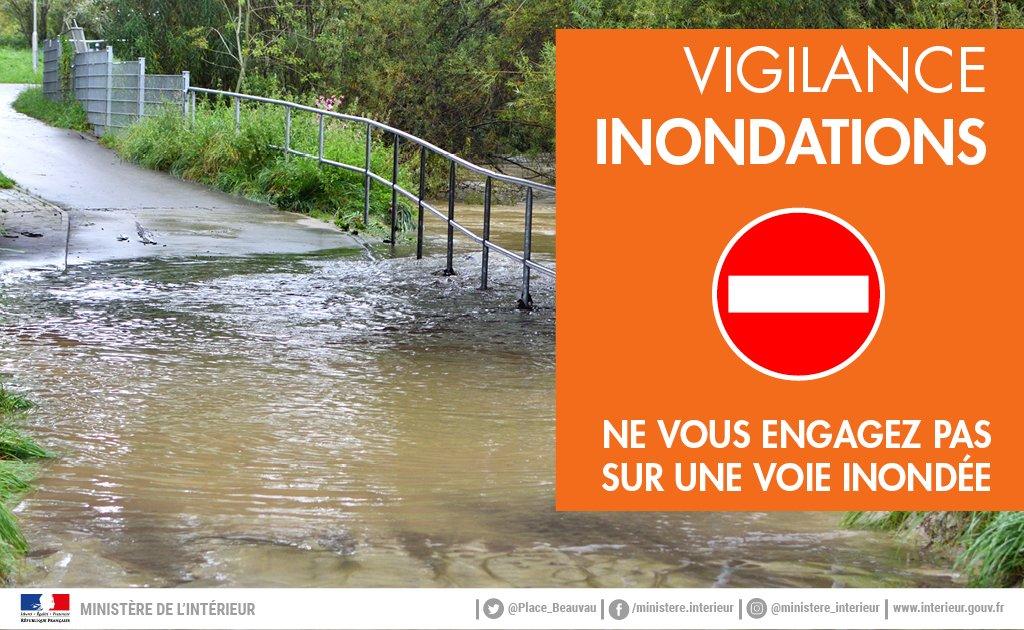 ⚠️ De nombreux comportements dangereux sont observés suite aux #orages localement violents qui ont touché plusieurs départements. A pied ou en voiture, ne vous engagez en aucun cas sur une voie immergée. #inondations