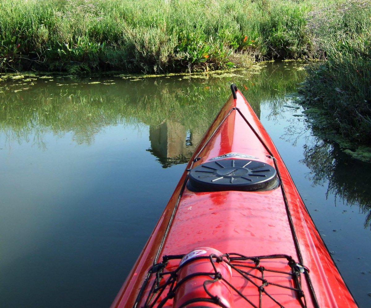 Tra le tante attività per scoprire ed esplorare il #DeltadelPo, una di queste è la #canoa: lasciarsi condurre dalla corrente a bordo di #canoe e piccoli mezzi nautici adatti ai bassi fondali della laguna.Scopri di più in questo articolo https://blog.tenutagoroveneto.it/avete-mai-pensato-ad-andare-in-canoa-nel-delta-del-po/  - Ukustom