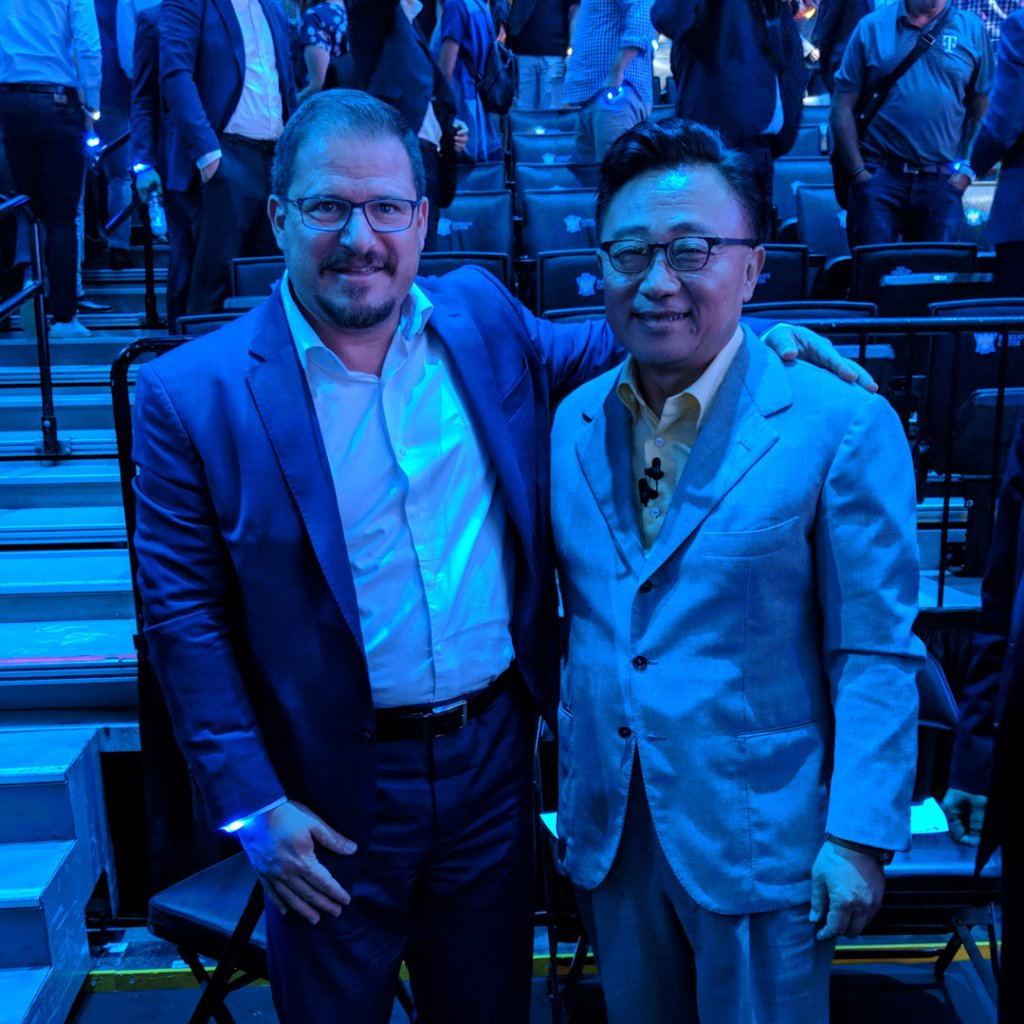Thrilled that our #Snapdragon 845 Mobile Platform is powering the new @SamsungMobileUS #Galaxy #Note9, just unveiled by the legendary DJ Koh at #Unpacked2018 <br>http://pic.twitter.com/kgCpfx7icu