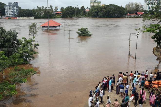 #Keralaflood: #Army columns deployed in #flood-hit areas https://t.co/hWOScv4tHU