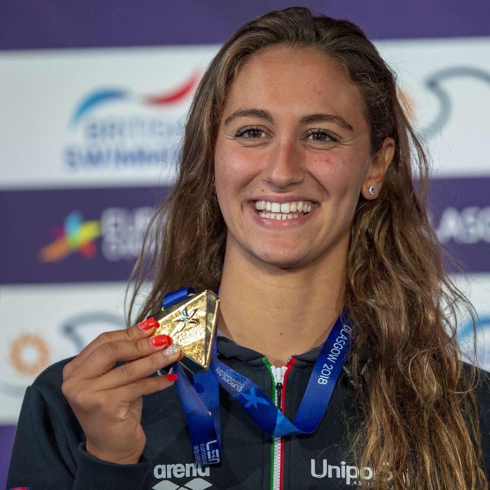 Terzo trionfo per Simona #Quadarella, la sirena dei Vigili del Fuoco!Dopo l'oro negli 800 e nei 1500 metri a stile libero, ha superato tutte anche nei 400.Complimenti a te e a tutti i nostri atleti che portano in alto l'Italia, in Europa e nel mondo. @emergenzavvf  - Ukustom