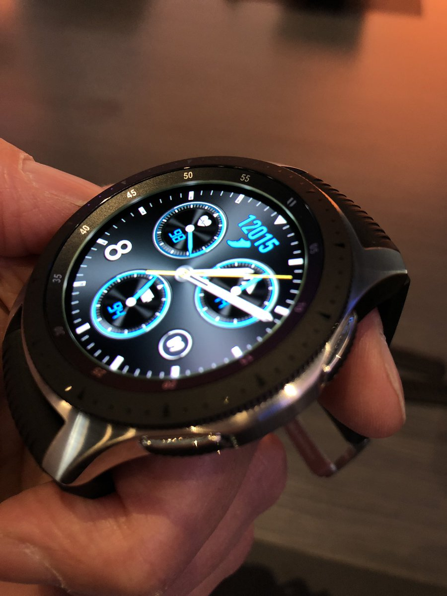 Here's the new Samsung Galaxy Watch. It's big.  #Unpacked2018 #Unpacked<br>http://pic.twitter.com/VZkqzvZcG3