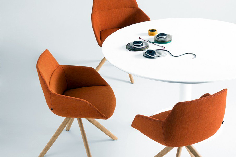 Dunas XS from our @inclass_design collection is a #stylish and #versatile choice for a range of spaces including meeting rooms, and  reception areas - Head to the website for all the details:  https://t.co/lQuGcNu1sy  #seating #furnituredesign