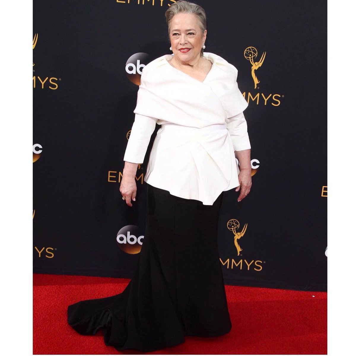 It's almost Emmy award season so here is a #TBT to this fabulous moment with queen #kathybates