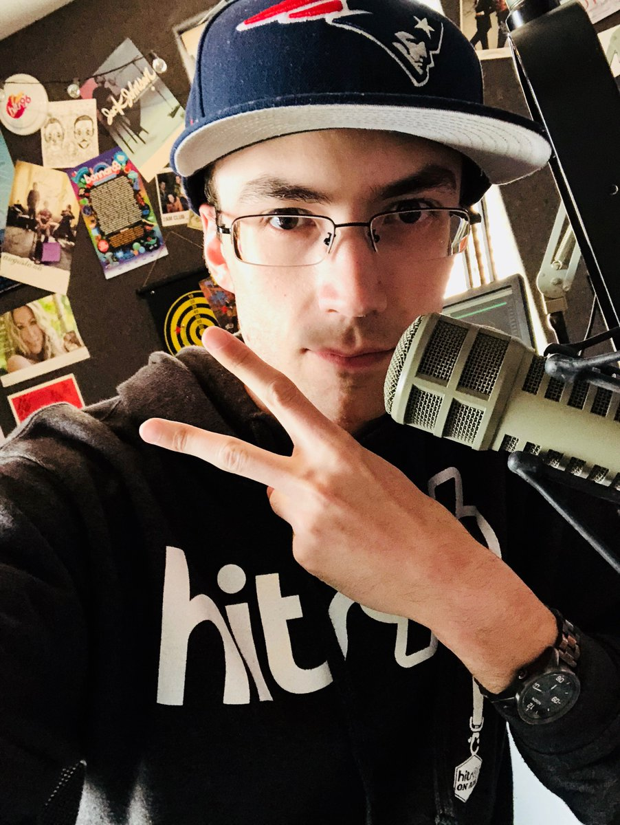Absolutely MASSIVE show tonight: 1. Giving away a #PS4 every hour   2. New stuff from @PRETTYMUCH at 10:07   3. #ThrowbackThursday at 9:35   4. @BTS_twt at 10:53  Pick ya poison and hit me on  http:// hits96.com  &nbsp;  ! <br>http://pic.twitter.com/xr2bRezICM