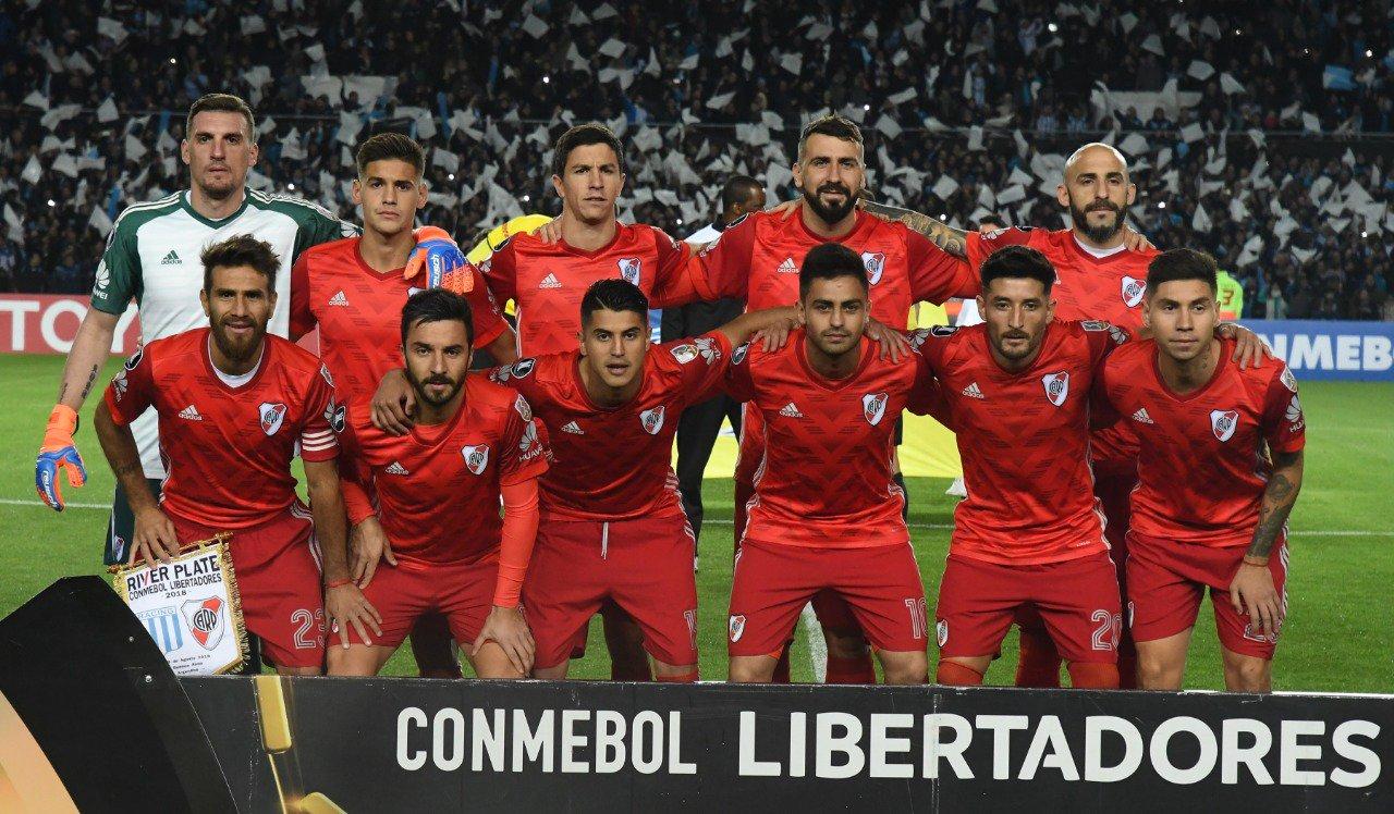 River Plate Contra Racing: Racing Club Y River Plate Protagonizaron Un Discreto