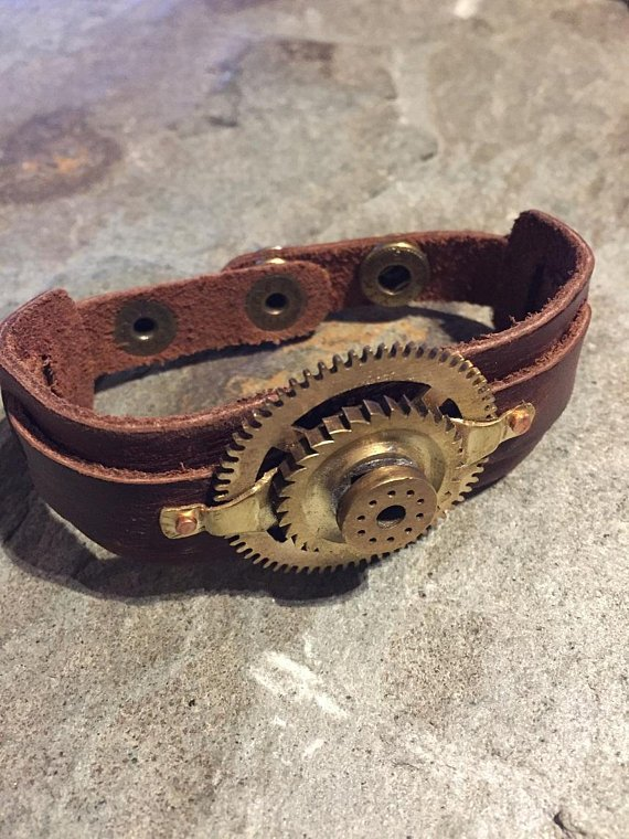 #Steampunk brown leather rustic cuff bracelet made with a brass cog clock movement attached.   #craftbuzz #atsocialmedia #sbutd #eshopsuk #cosplay #fancydress   https://t.co/ZgkCw4uBrT
