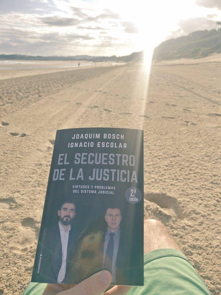 Madrugón en la playa con @JoaquimBoschGra y @iescolar ¡Buenos días☀️☕!
