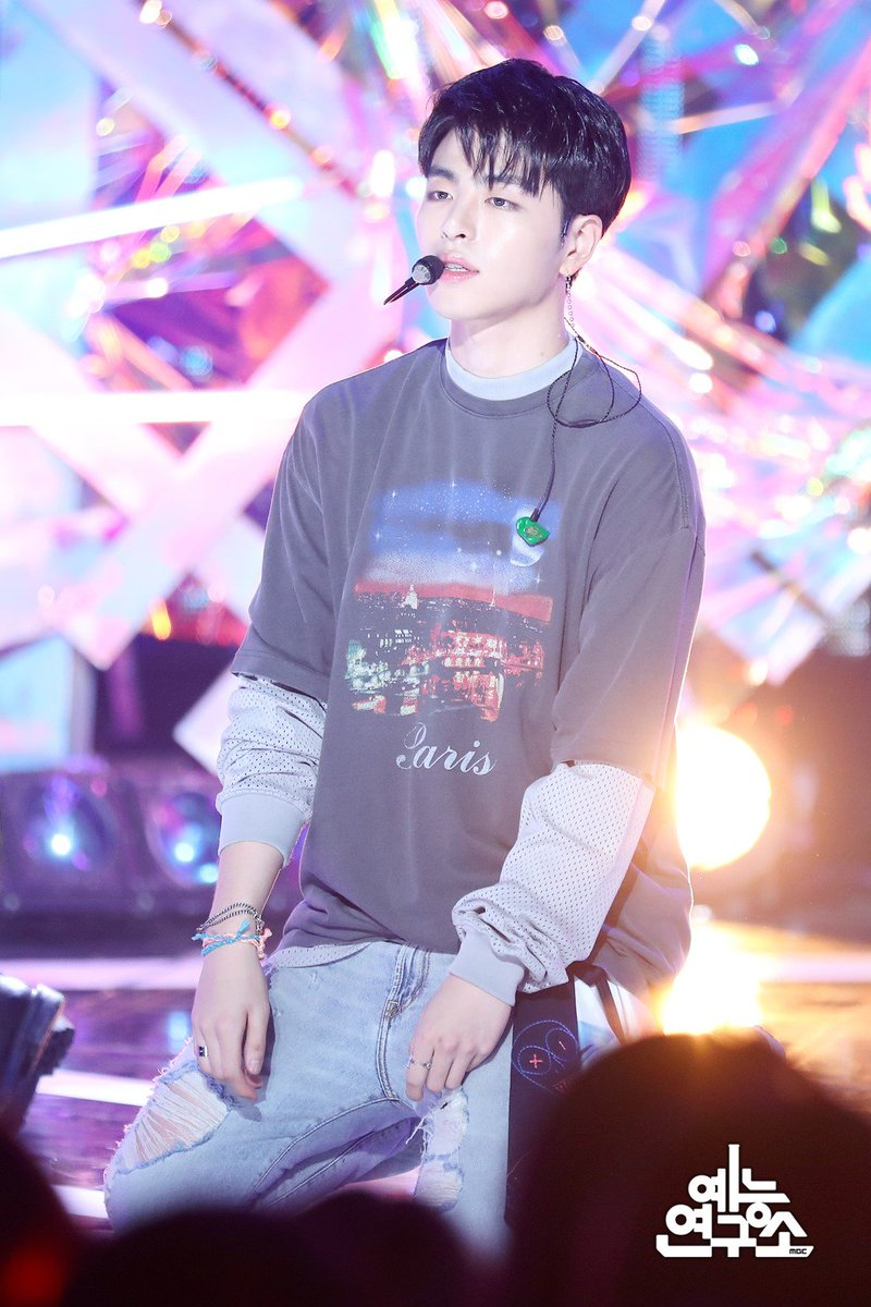 """House of iKON (Hiatus) on Twitter: """"[PHOTOS] 180804 #iKON at MBC Show! Music Core 🔹HANBIN during 'KILLING ME' stage cr. https://t.co/P0aDnGRFgd… """""""