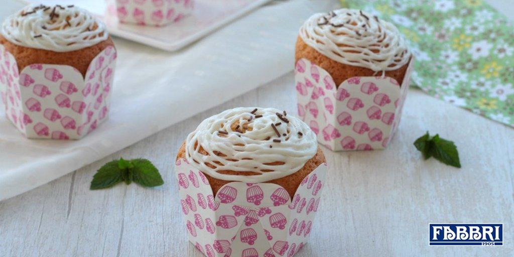 http://ItalyGourmet.co #Cucina #ItalianRecipesChe ne dici di preparare dei #cupcake con frosting alla #menta? Sono la #merenda ideale tra un bagno e l\