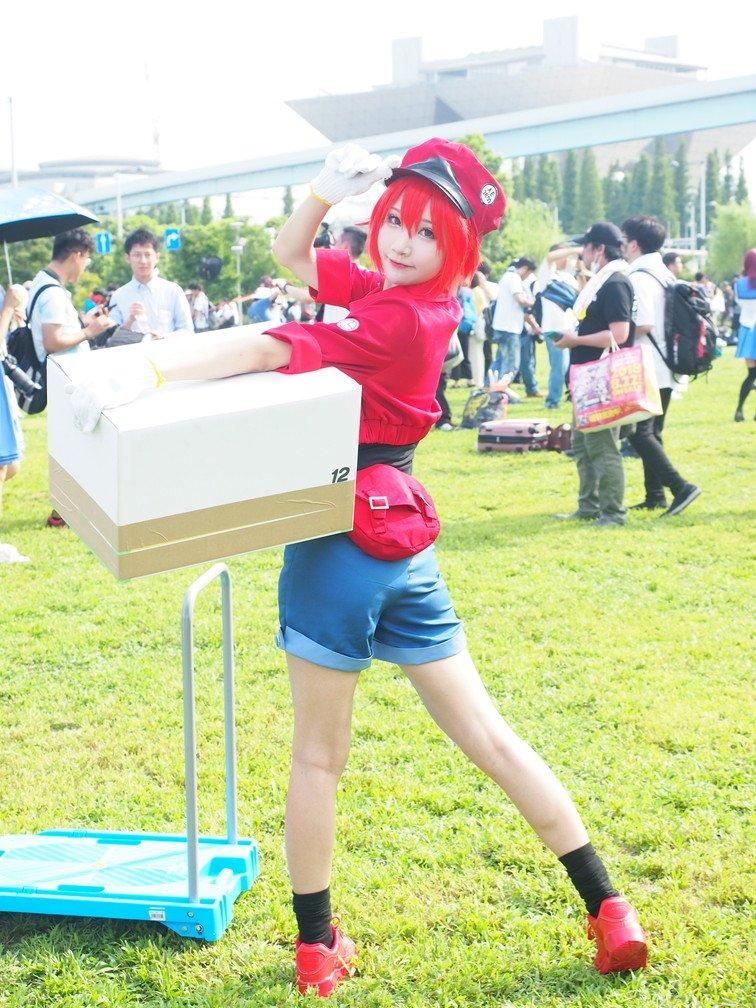 画像,箱抱えたり持ち上げたりしてるだけなのに破壊的に可愛いはたらく細胞 赤血球小柔SeeUさん(@seeu_cosplay)#C94 #C94コスプレ https:/…