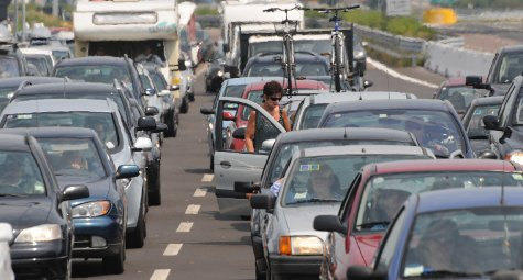 #vacanze . Domani esodo da bollino nero, #traffico intenso già all'alba → https://t.co/1R9BvBYfEU