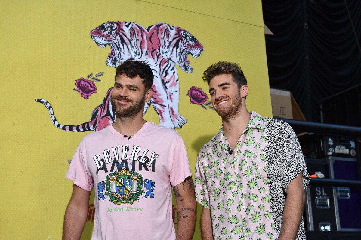 Who&#39;s ready for #CHAINSMOKERSonGMA   @TheChainsmokers<br>http://pic.twitter.com/h7iPrz7wMg