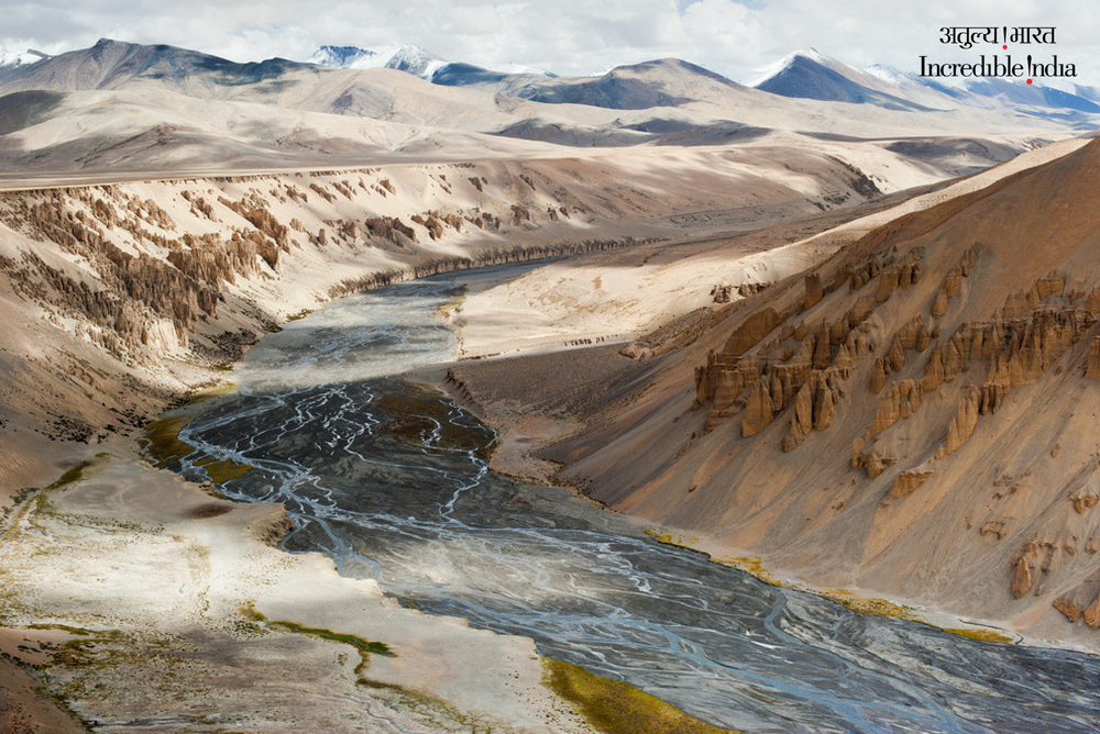 The surreal landscape of #Ladakh will sweep you off your feet! The sand and rock formation alongside the Sumkhel Lungpa river with the snow-covered Himalayan peaks reminds one of the martian landscape in a sci-fi movie. #India #IncredibleIndia @tourismgoi @alphonstourism<br>http://pic.twitter.com/LRYzY1HhMD