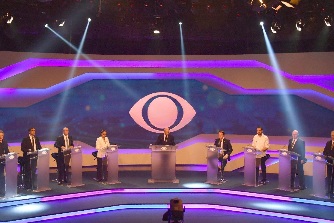 Resultado de imagem para Farpas, alfinetadas e afagos marcam primeiro debate entre presidenciáveis na TV.