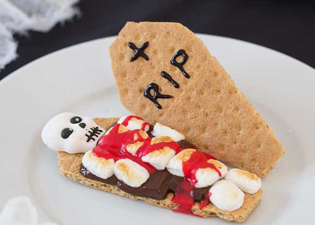 BLOODY SKELETON S'mores via all recipes. #NationalSmoresDay  #GhastlyGastronomy<br>http://pic.twitter.com/MgV1c5pZFP