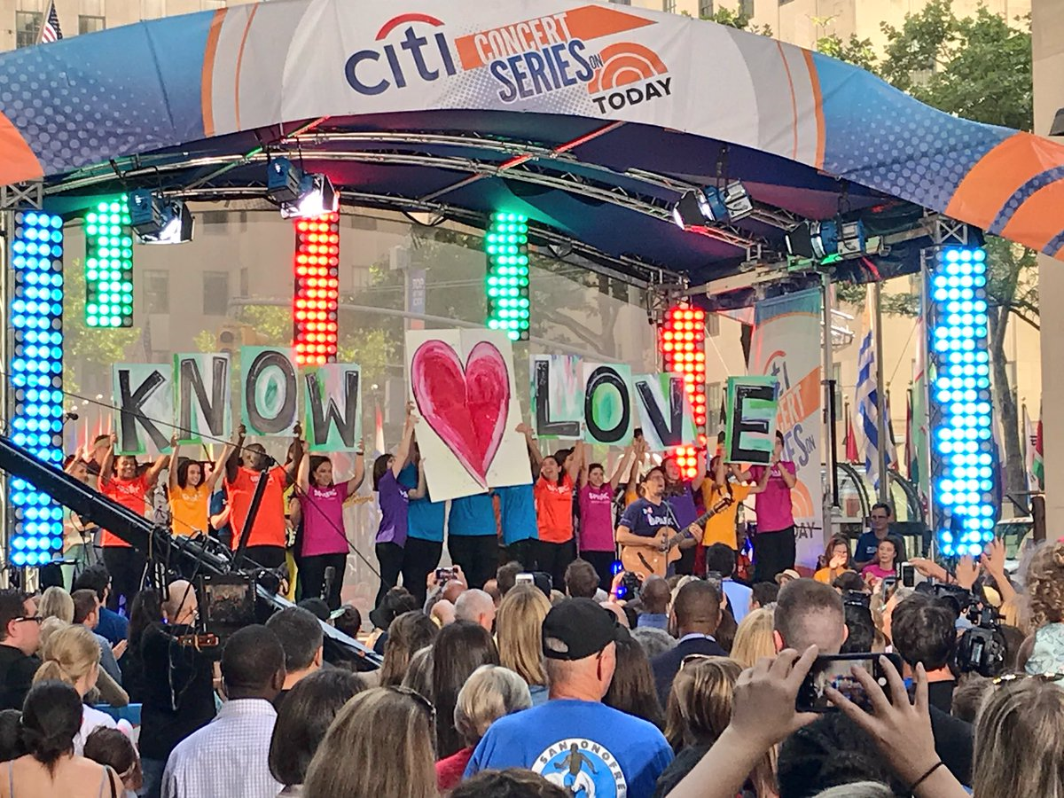 .@jason_mraz and @SPARCRichmond spreading some love on the #TODAYplaza! #JasonMrazTODAY <br>http://pic.twitter.com/47keBgHiBo