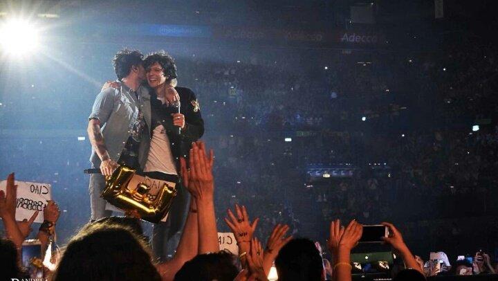 Vi rendete conto?? Loro due sono nella storia di Sanremo, cioè su quel palco sono saliti i più grandi big della musica e loro non sono certo da meno, quando elencheranno tutti i vincitori parleranno anche di loro#BizioEGigi6 #MetaMoro6  - Ukustom