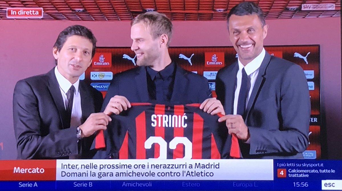 Foto di Ivan #Strinic con i due Direttori del #Milan. Vestirà la numero #23.  - Ukustom