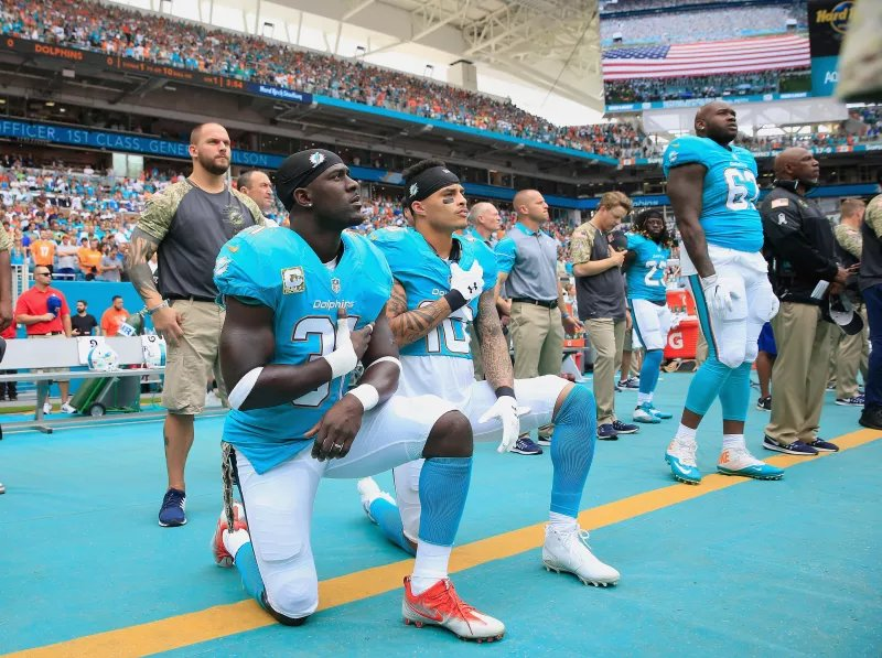 Two NFL players kneeled on the sideline, and several others raised their fists or remained in the locker room during the anthem on Thursday.  Trump&#39;s twitter fingers were in midseason form:  https:// trib.al/wU4c0Z4  &nbsp;  <br>http://pic.twitter.com/KLlVRoFsBZ