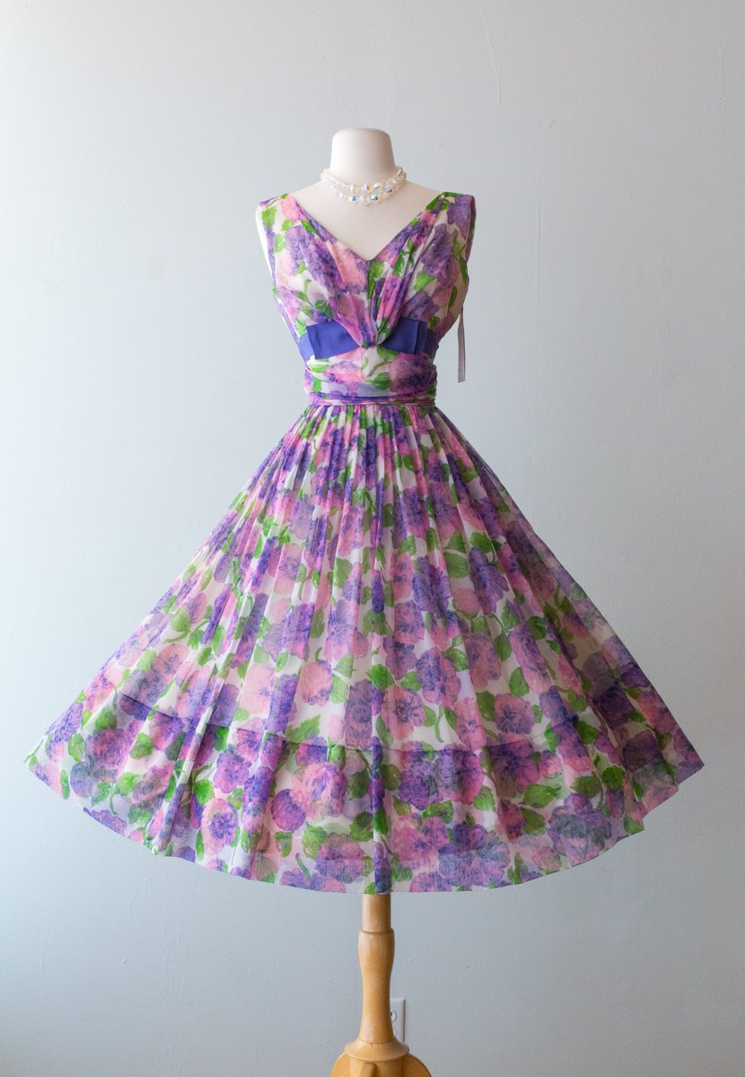 f1548e884c0a7 ... Full Skirt // Waist 26 https://etsy.me/2MiP80i #clothing #women #dress  #purple #pink #xtabayvintage #partydress #vlv #50spartydress  pic.twitter.com/ ...