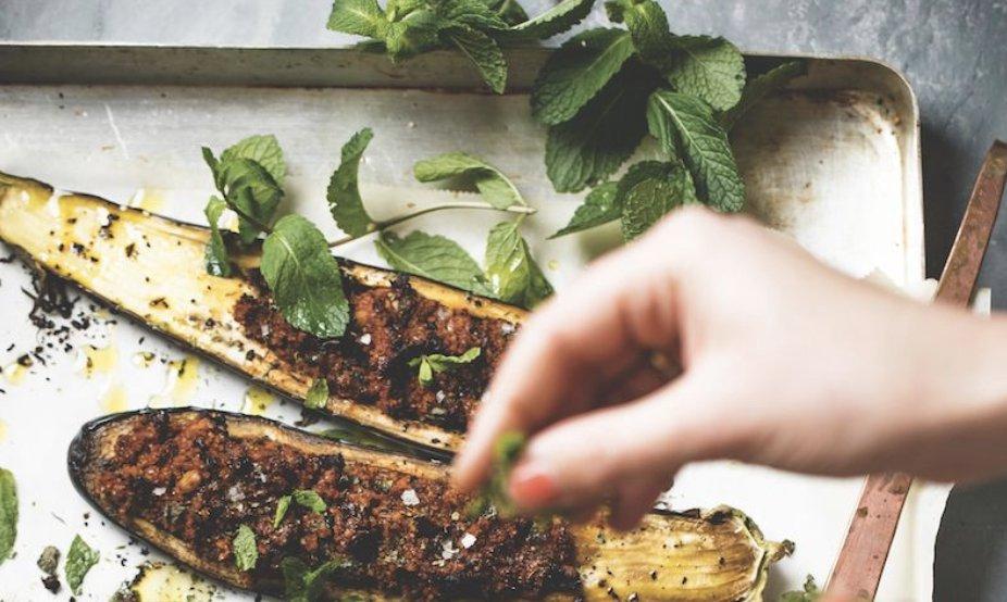 A stuffed eggplant recipe you will LOVE: https://t.co/PYucFy8oSF https://t.co/NXPcAOYnob