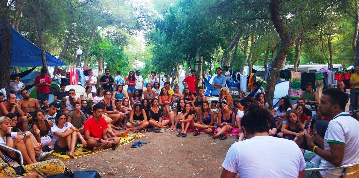 Con i ragazzi e le ragazze del #narincamp e di #terradelfuoco a Santa Maria di Leuca. Loro sono la speranza di costruire un Paese migliore. Niente è perduto, mai. pic.twitter.com/MeGYLF1N31