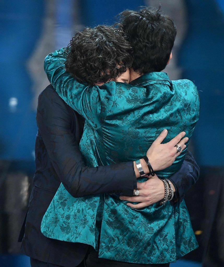 """""""L'abbraccio che ho avuto con Ermal quando ci hanno eletto vincitori, è stato uno dei momenti più belli della mia vita"""" #Metamoro #BizioeGigi6   - Ukustom"""