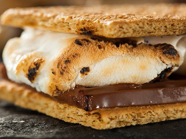 @boyscouts: It's #NationalSmoresDay! Check out these 10 s'mores recipes! https://t.co/oRQyX5jZpe https://t.co/50qOP2eACg