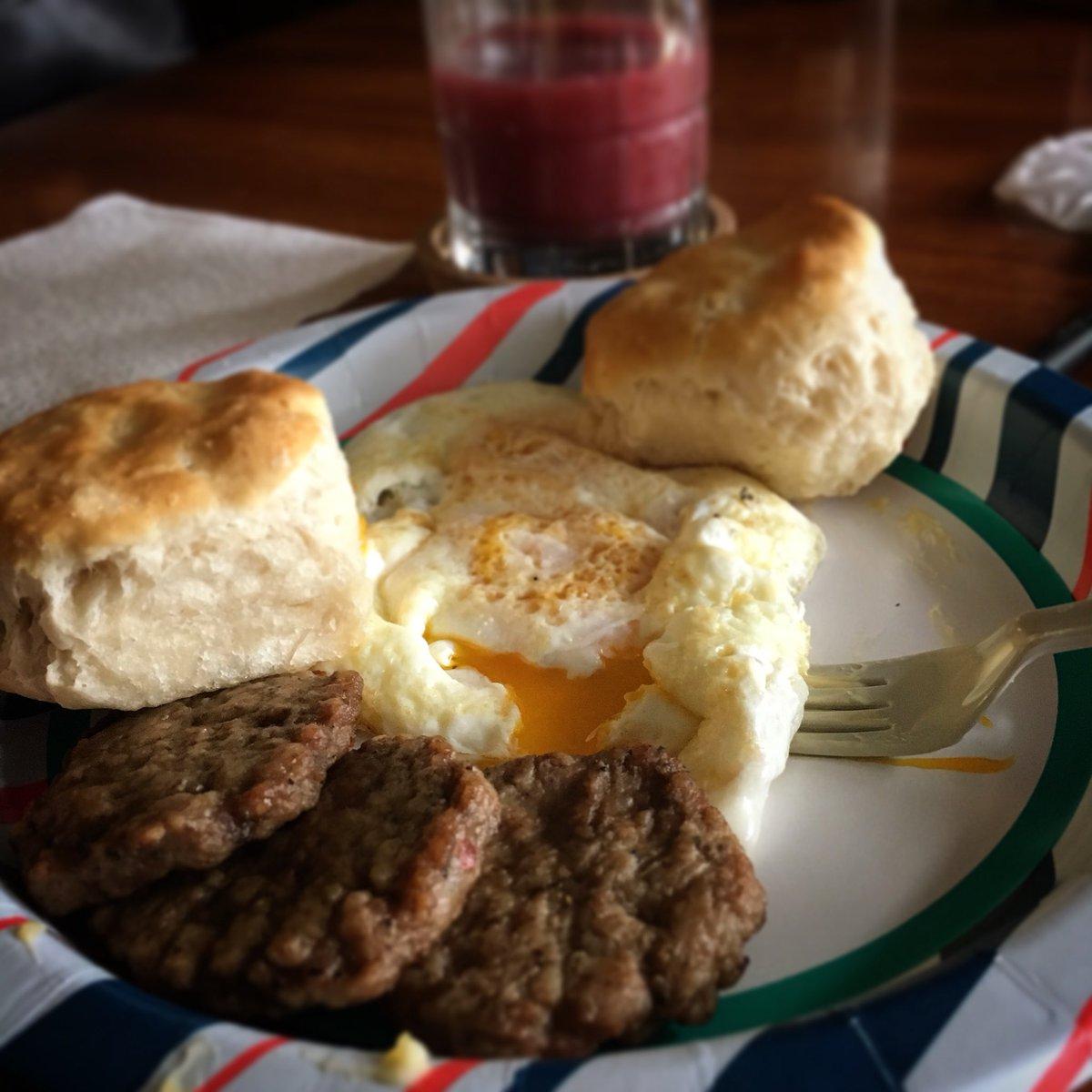 Yes, ladies. I am single. #breakfast #food #stoner #highlife #babydeer #makeamericabreakfastagain https://t.co/ThCXwK0m00