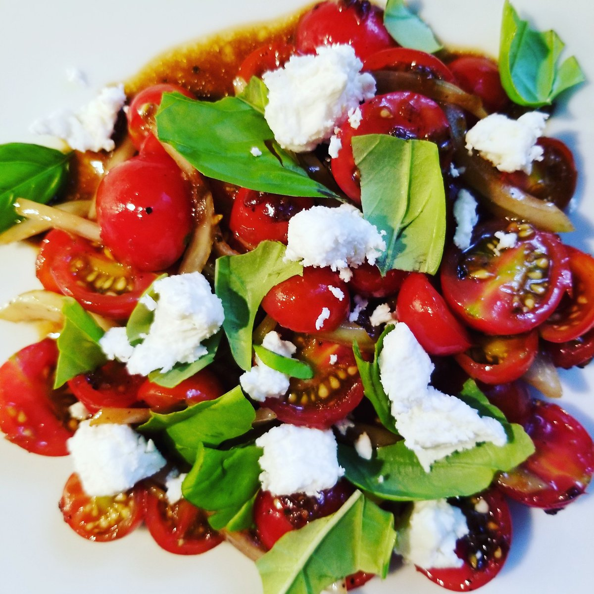 Balsamic Cherry #Tomato #Salad #recipeoftheday #homecook #healthyeating #foodie  https://t.co/XHlNDpbtBN https://t.co/wLqdJGDwE1
