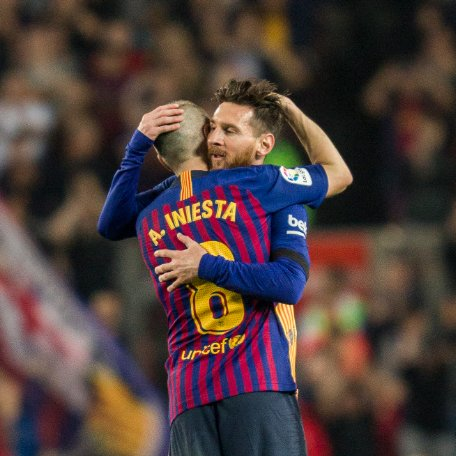 ���� @andresiniesta8 & Leo #Messi From one captain to another https://t.co/ssBM2L4Feo