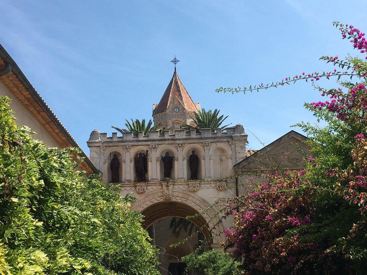 Abbazia di Notre-Dame de #Lérins sull'isola di Saint Honorat... #Cannes #meraviglia #pace #vigne #campane #spiritualità #natura  - Ukustom