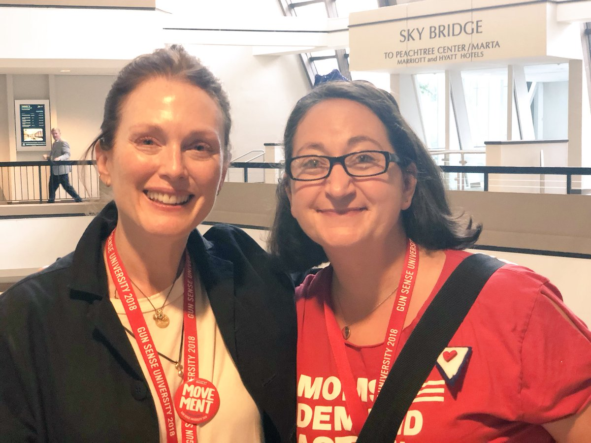So thankful to @_juliannemoore for joining @MomsDemand volunteers at #GSU18! Thank you for your kind words and inspiring me to #KeepGoing!<br>http://pic.twitter.com/HAeIcQVvrC