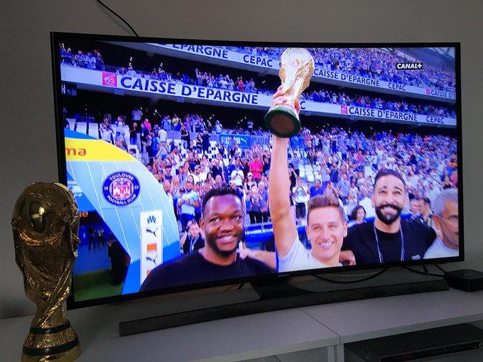 Nos quatre champions du monde ! Encore une fois bravo et merci les gars ! Maintenant on démonte tout en Ligue 1 ⚪️🔵#TeamOM Photo