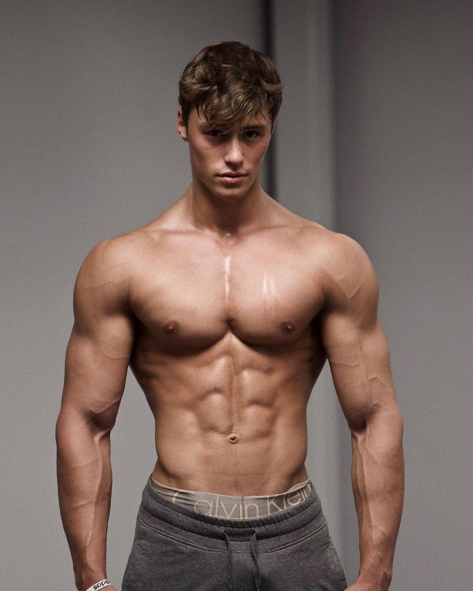 парень атлетического телосложения фото один красивейших