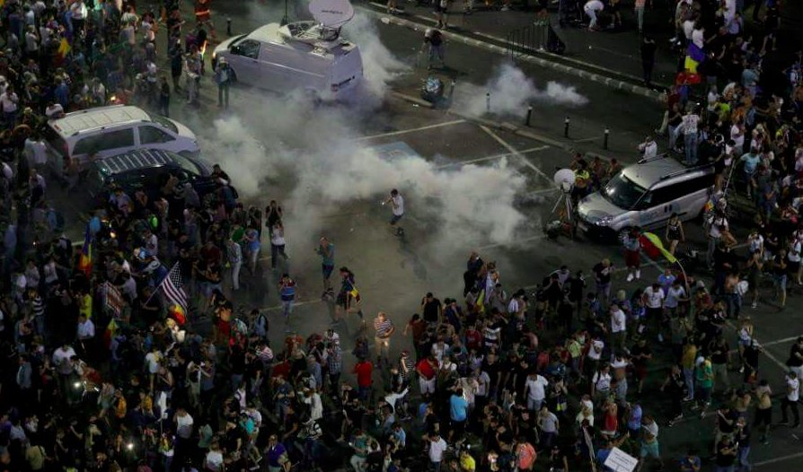 test Twitter Media - Protesters demanded the resignation of the current Romanian government led by Social Democratic Party PSD, which they say has moved to decriminalise corruption offences and undermine the work of the Anti-Corruption Prosecutor's Office (DNA) https://t.co/GUYePqYXXi