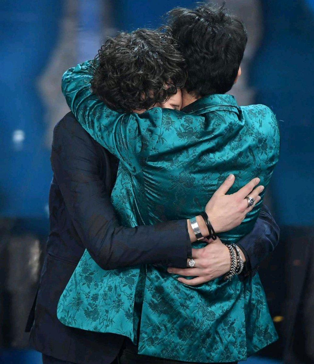 """10 Febbraio1.25""""La canzone vincitrice è interpretata da... Ermal Meta e Fabrizio Moro""""Un grazie non basta...#BizioEGigi6 #GrazieErmal #GrazieFabrizio @MetaErmal #FabrizioMoro  - Ukustom"""