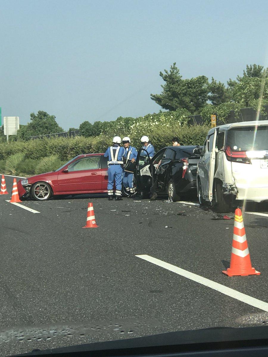 山陽道の岡山IC付近で玉突き事故の現場画像