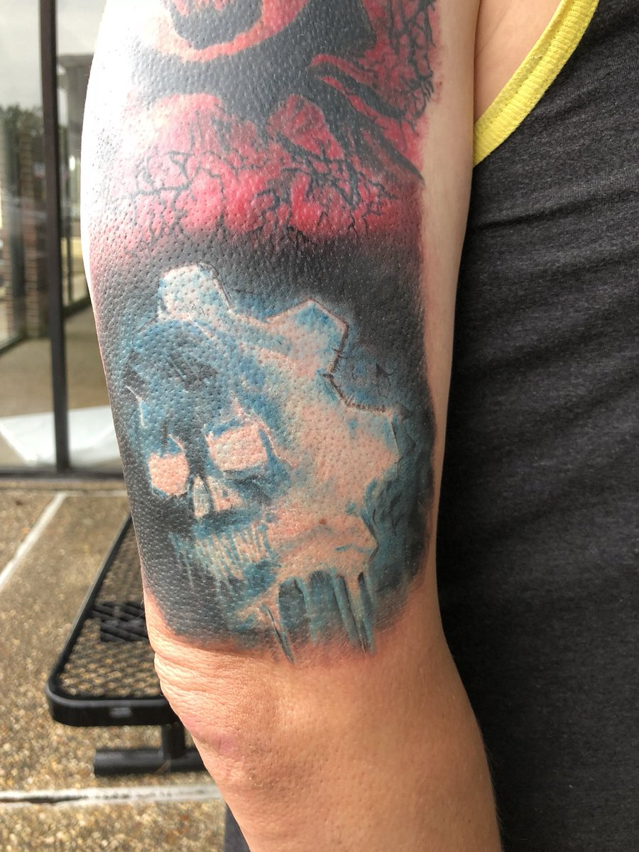 So... After 3+ hours in the chair today, this happened!  I am officially ready for Gears 5! @moneyrumble @aarongreenberg...  Thoughts?  I told you guys that I was going to get it done after Fan Fest!  #GearsofWar #Gears5 #Xbox #XboxOneX #XboxFanFest #XboxFamily<br>http://pic.twitter.com/MqIRTNTrTy