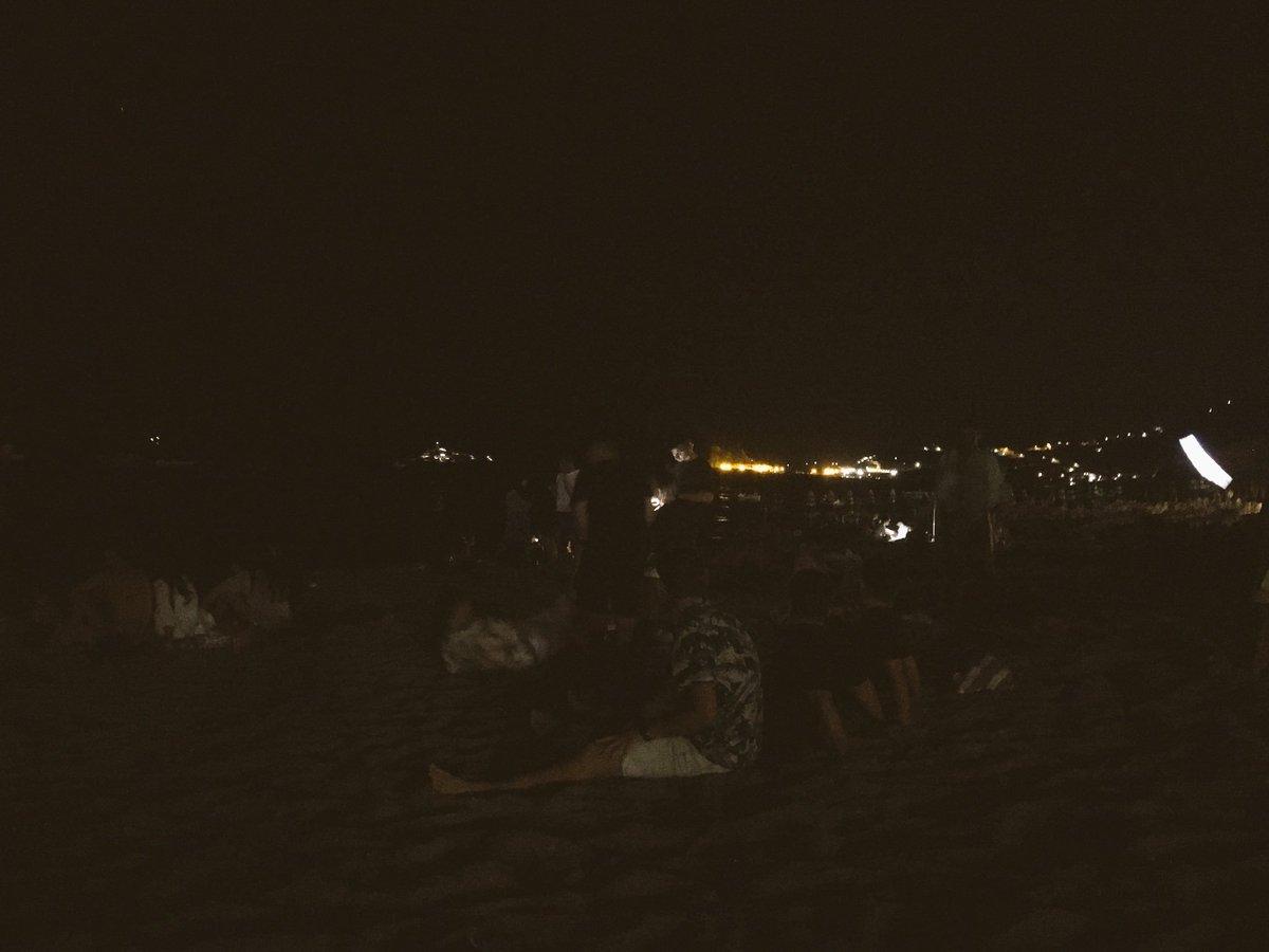 in spiaggia è pieno di ggiovani, e ci sono anche io  #SanLorenzo2018  - Ukustom