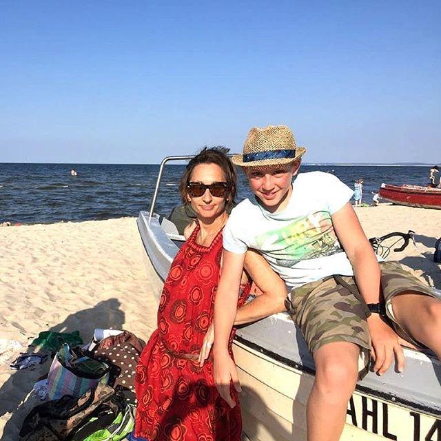 . . with Ennio am Strand . . . . . . . . . #lifeisabeach #beachlife #whitesandybeach #usedom  #inselusedom #kaiserbäder #usedom #balticsea#summerholidays  #summertravel  #travel #seebadahlbeck  #sunseaandsand  #instaholiday  #travelgram  #germanyt… https://www.instagram.com/p/BmUJIougDWW/pic.twitter.com/opgh8LW4Xv