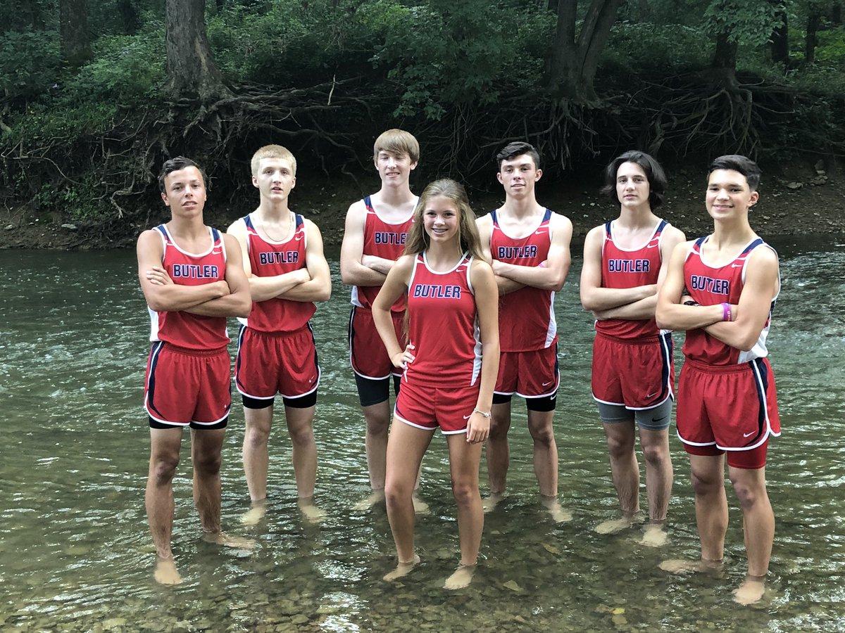 XC juniors, sophomores & freshmen (+ an 8th grader) 😉