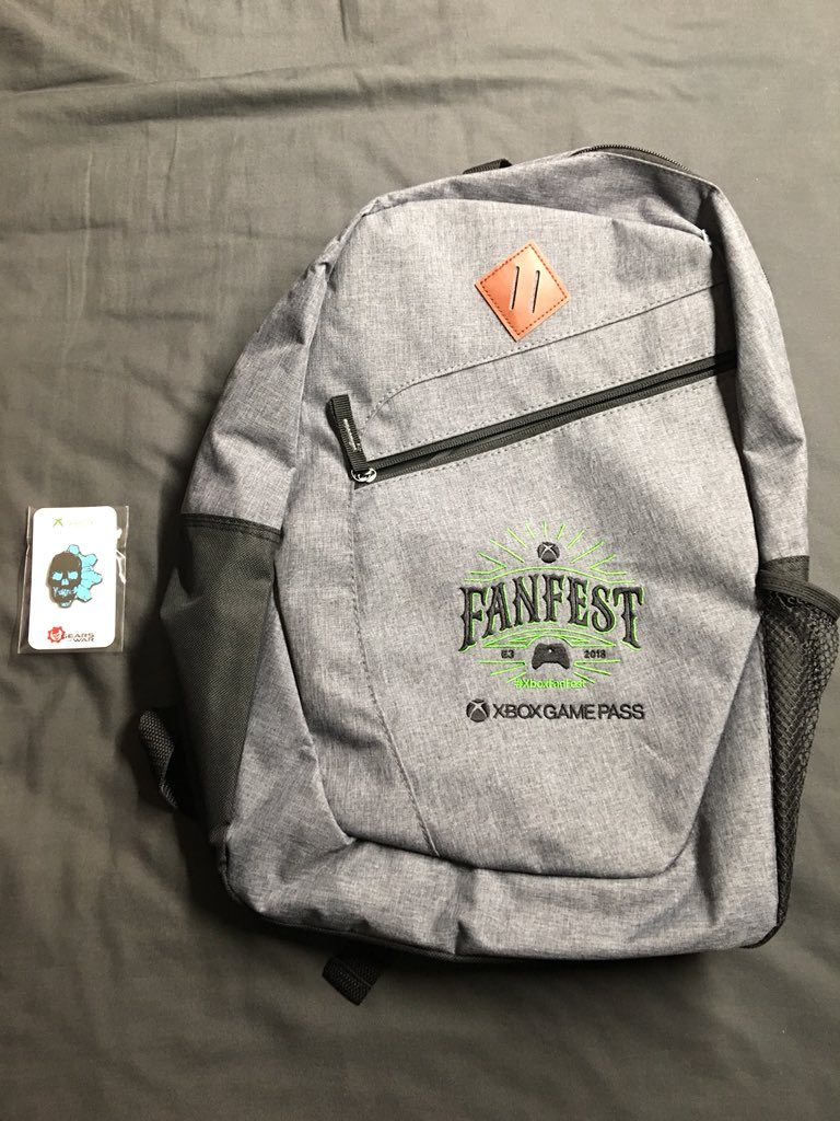 I got home to find a package sent by @ReclaimerRob  He told me he was sending me a pin, so I never expected this year's #xboxfanfest backpack! I CAN'T thank you enough!! Missing this year's Fanfest was hard for me, so this makes me so happy, I now feel like I was a part of it! <br>http://pic.twitter.com/HEhw3ZGgHL