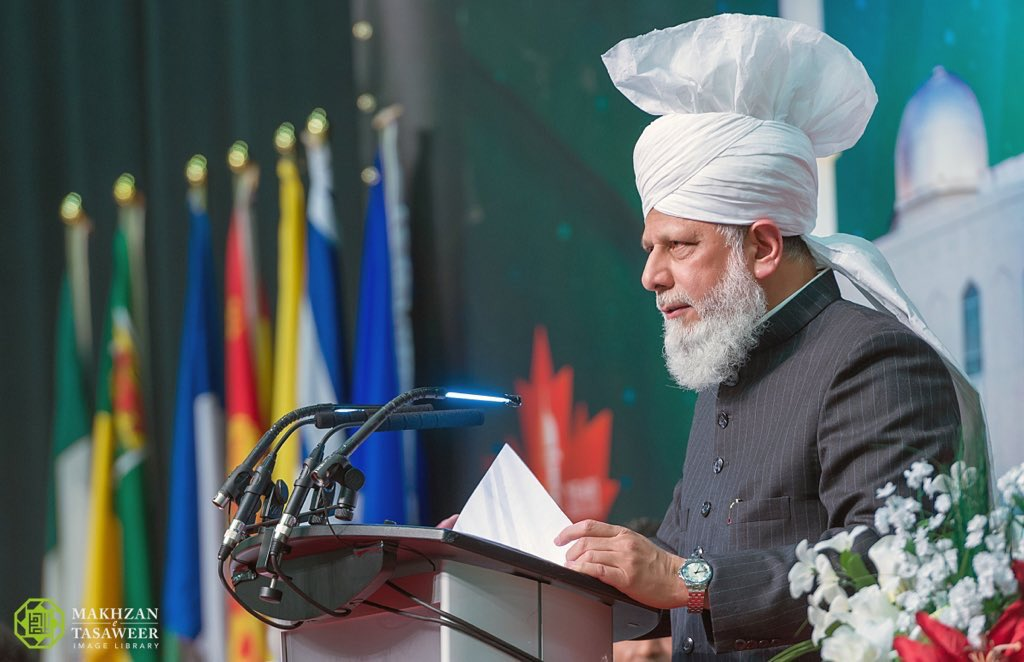 """Profound words by Hazrat Khalifatul Masih V (aba):   """"Remember, following the crowd and bowing to the influences of society is not freedom. Rather, true freedom is having the strength to follow your beliefs and to act upon your convictions.""""   #Womensrights #Islam #Ahmadiyya<br>http://pic.twitter.com/OhizqS6E2m"""