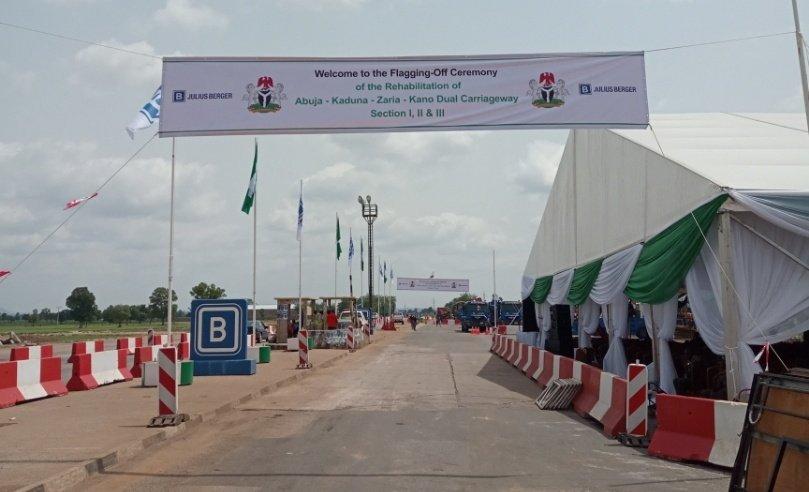 HM Babatunde Fashola SAN, flagged-off the Reconstruction of the Abuja-Kaduna-Zaria-Kano Dual Carriageway at the Chiromawa Toll Plaza, Near Kano State on Tuesday June 26th, 2018. <br>http://pic.twitter.com/TJxwJFG99W