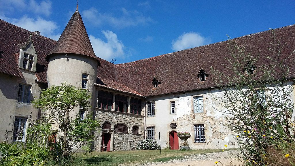 Le château de Losmonerie à Aixe-sur-Vienne près de Limoges a été bâti sur les bords de Vienne en 1540. Après de multiples travaux depuis une quinzaine d\
