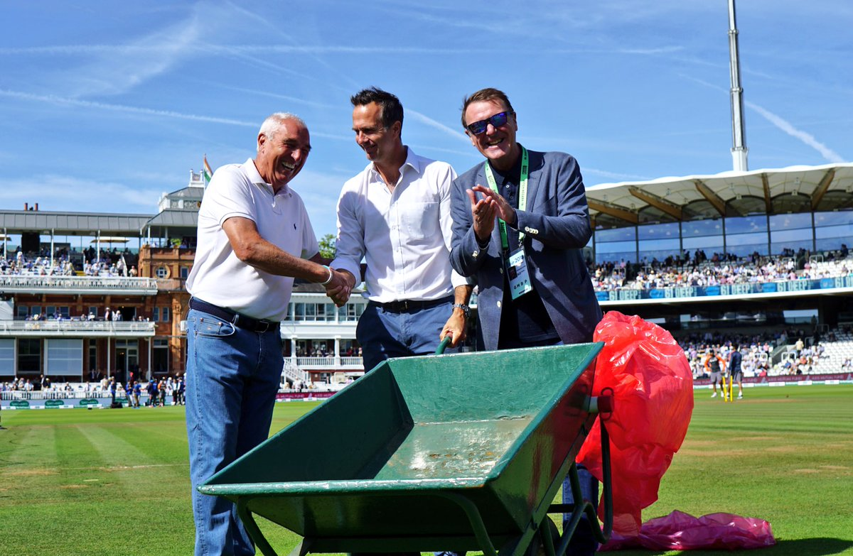 Caption competition time! @MichaelVaughan and @philtufnell with retiring @HomeOfCricket groundsman Mick Hunt. #bbccricket